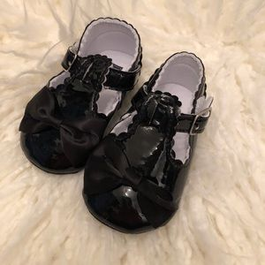 Black Patent Leather Mary Jane Crib Shoes